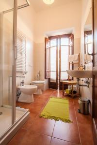 A bathroom at Le Dimore di San Domenico Affittacamere
