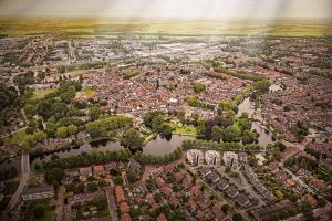 Een luchtfoto van Best Western City Hotel Woerden