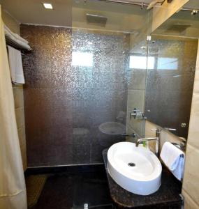 A bathroom at Hotel Metro View