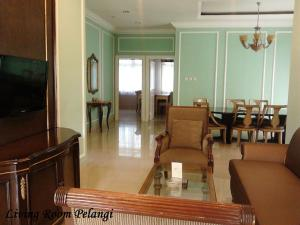 A seating area at Yasmin Hotel Puncak