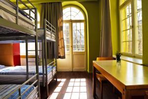 Ein Etagenbett oder Etagenbetten in einem Zimmer der Unterkunft Amstel House Hostel