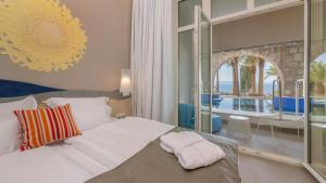 A bed or beds in a room at TUI BLUE Jadran