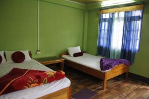 A bed or beds in a room at Vamoose Orchid Villa Homestay
