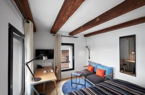 Een zitgedeelte bij 71 Nyhavn Hotel