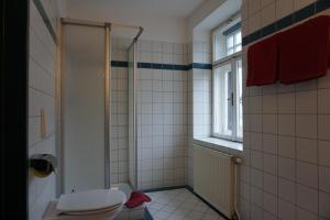 A bathroom at Hotel Mariandl
