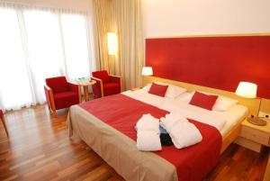 A bed or beds in a room at Therme Laa - Hotel & Silent Spa