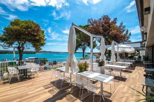 A restaurant or other place to eat at Arena One 99 Glamping