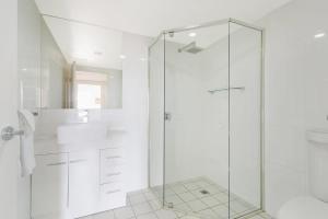 A bathroom at Wharf Apartment Unit 5