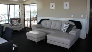 A seating area at SEA EAGLE COTTAGE Amazing views of Bay of Fires