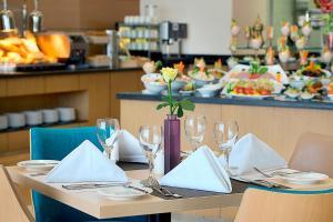 مطعم أو مكان آخر لتناول الطعام في هيلتون جاردن إن