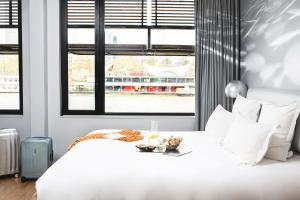 A bed or beds in a room at Hotel OFF Paris Seine