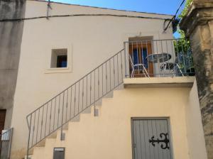A balcony or terrace at La Maison d'Estelle