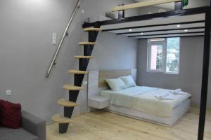 Een bed of bedden in een kamer bij Diasamidzeebi apartment