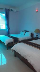 Giường trong phòng chung tại Orient Hotel