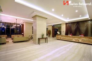 The lobby or reception area at Swiss-Belhotel Sorong