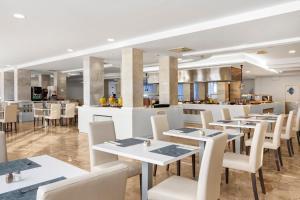 Een restaurant of ander eetgelegenheid bij AluaSun Continental Park Hotel & Apartments