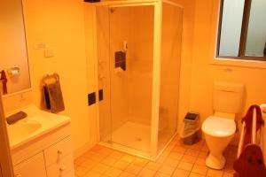 A bathroom at Kangaroo Valley Golf and Country Resort