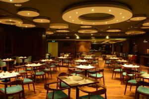 مطعم أو مكان آخر لتناول الطعام في فندق اتيرام بريمير