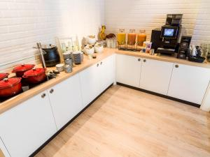 A kitchen or kitchenette at the niu Dairy