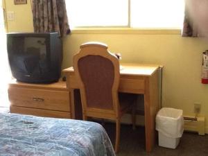 Télévision ou salle de divertissement dans l'établissement Auberge Mountain View Inn
