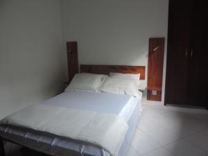 A bed or beds in a room at Pousada Quatro Estacoes