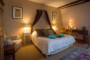 A bed or beds in a room at Le Patio & Spa