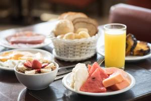 Breakfast options available to guests at Quality Saint Paul Rio Preto