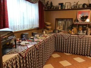 Restoran või mõni muu söögikoht majutusasutuses Hanusina Chałupa Wynajem pokoi