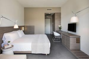 A bed or beds in a room at Hotel & Resort Le Colombare