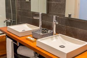 Un baño de Hotel Gran Claustre Restaurant & Spa
