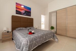 A bed or beds in a room at Apartamentos Bello Lanzarote