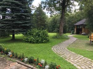 Aed väljaspool majutusasutust Hanusina Chałupa Wynajem pokoi