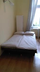 A bed or beds in a room at Oliwa Park Rooms