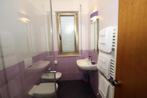 A bathroom at Hotel Naxos B&B