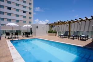 A piscina localizada em Go Inn Hotel Aracaju ou nos arredores