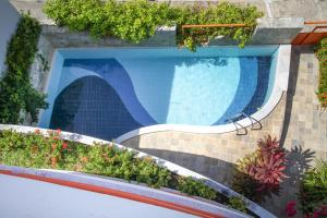 The swimming pool at or near Marambaia Apart Hotel