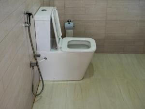 A bathroom at Dinuri villa