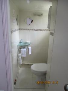 A bathroom at Côté Marne