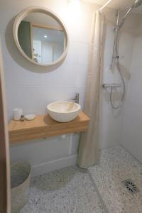 A bathroom at UniqueAppart - Vieux Port