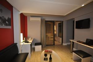 A television and/or entertainment center at Beach Hotel Swakopmund