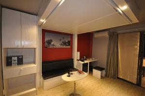 A seating area at Beach Hotel Swakopmund