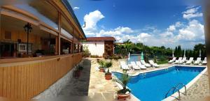 Вид на бассейн в Hotel Poseidon или окрестностях