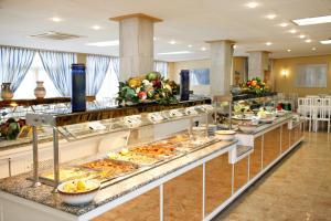 Een restaurant of ander eetgelegenheid bij Linda