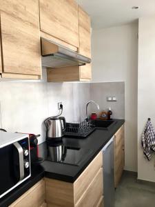A kitchen or kitchenette at Studio 33