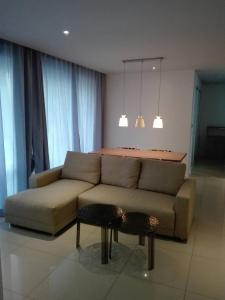 A seating area at Atlantis Condominium Resort