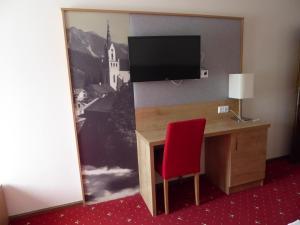 TV a/nebo společenská místnost v ubytování Hotel Gasthof Kirchenwirt