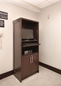 A television and/or entertainment center at Hampton Inn Tampa International Airport/Westshore
