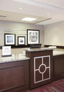 The lobby or reception area at Hampton Inn Tampa International Airport/Westshore
