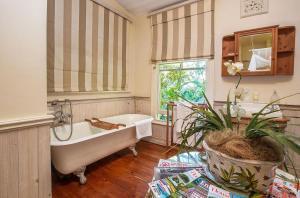 A bathroom at Goble Palms Guest Lodge & Urban Retreat
