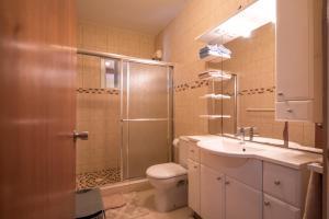 A bathroom at Bubali Studio